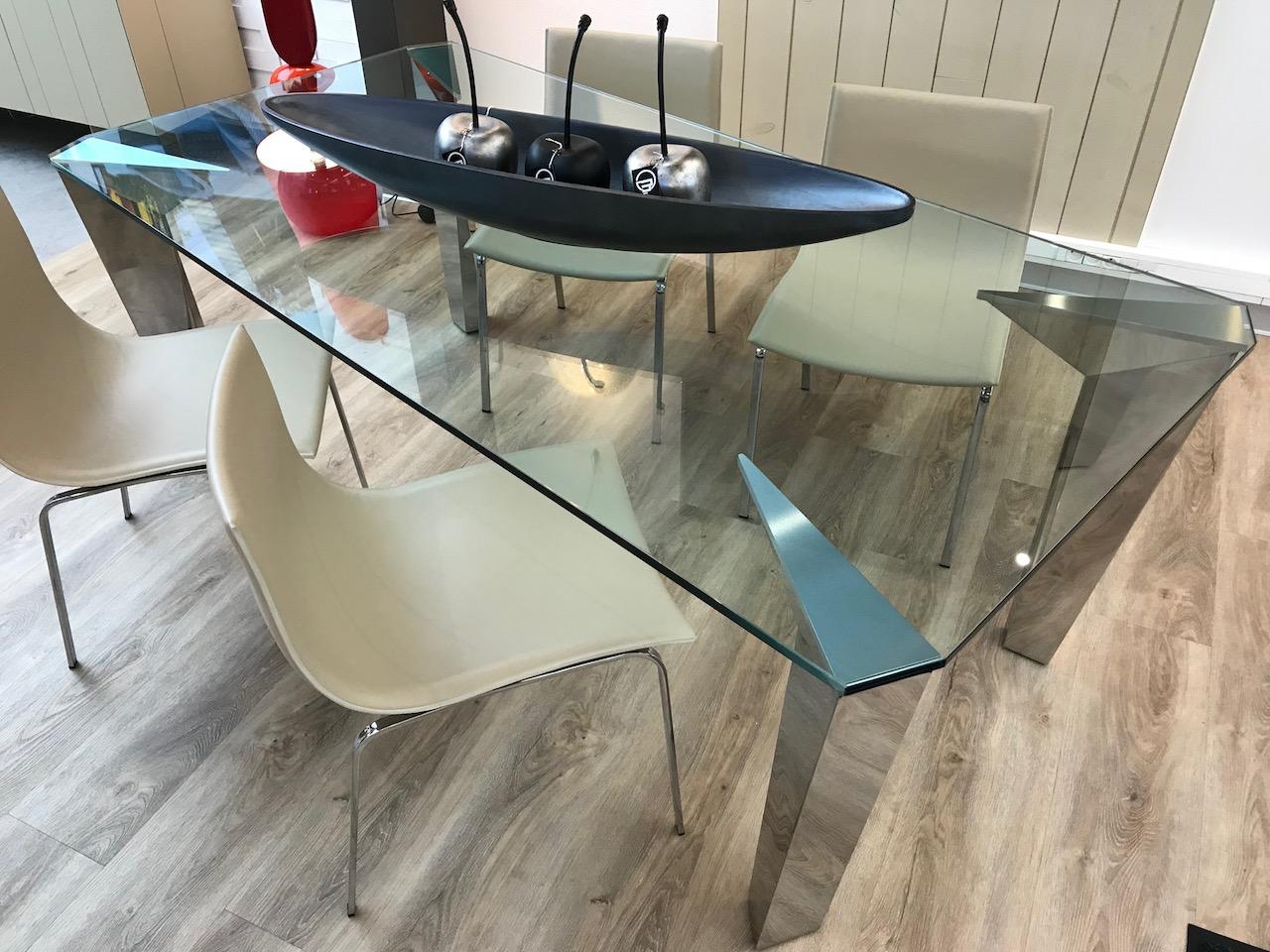 table en verre pieds chromé
