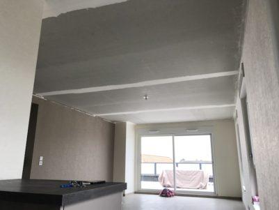 plafond-tendu-polyester-blanc-mat-salon-cuisine-bennwhir-4